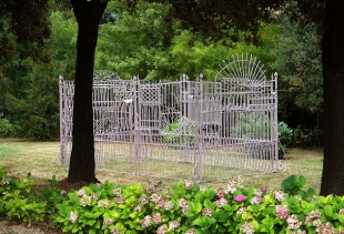 Villa, wrought iron assemblages, h 350  610x350 cm, 2006