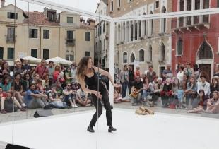 Atleta Donna, Cristina Rizzo (3h), courtesy photo La Biennale/Akiko Miyake