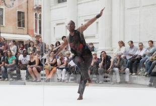 Atleta Donna, Nora Chipaumire (3h), courtesy photo La Biennale/Akiko Miyake