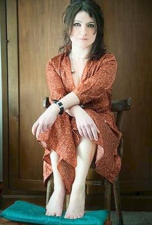Sara Sole Notarbartolo, fonte: http://corrieredelmezzogiorno.corriere.it/napoli/notizie/spettacoli/2012/18-aprile-2012/sogni-visioni-notarbartolo-lancia-morgana-cerca-don-chisciotte--2004134038648.shtml<br /> (foto di Tiziana Mastropasqua)