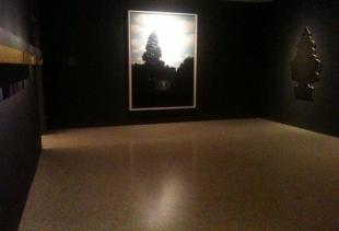 The main hall of Temi e Variazioni L'Impero della Luce at Peggy Guggenheim Collection