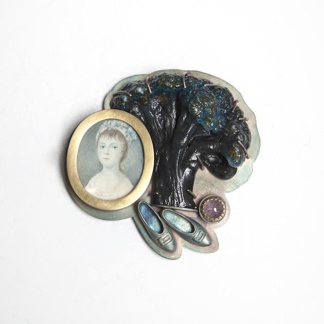 Barbara Paganin, Memoria Aperta n.11, 2011-2013 - oxidate silver, miniature on ivory, glass, tourmaline, cabochon, golden-Picture: Alice Pavesi Fiori