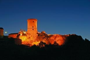 Castello Di Ruto, la torre in notturna (Riccia, CB, Molise)
