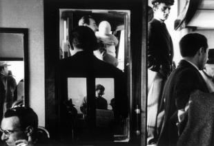 Gianni Berengo Gardin, Vaporetto a Venezia 1960, Courtesy l'autore per gentile concessione per diritto di cronaca dalla Casa dei Tre Oci